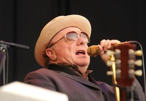 800px-Van_Morrison_at_Notodden_Blues_Festival