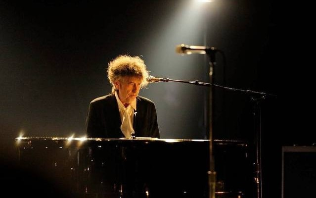 bob-dylan-plays-first-show-of-2016-in-japan-639x400