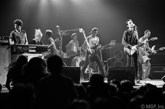 The-Talking-Heads-perfomring-in-Boston